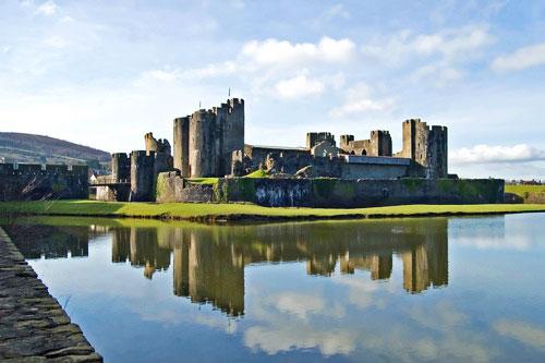 Замок Кайрфилли (Caerphilly Castle)